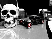 I morti stanno sedendosi accanto alla u Fotografie Stock