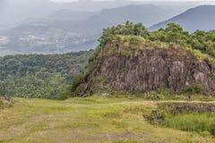 I motociclisti in una vecchia cava di pietra in Morro fanno il landsc della montagna del gaucho fotografia stock libera da diritti