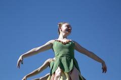 I movimenti dei ballerini di balletto sono graziosi Immagine Stock