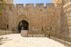 I mura di cinta e le torri antichi a vecchia Gerusalemme Fotografia Stock Libera da Diritti