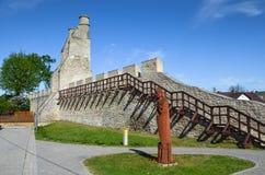 I mura di cinta ed il portone di Cracovia, Szydlow, Polonia immagine stock libera da diritti