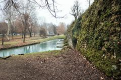 I mura di cinta di Treviso, è il complesso degli impianti difensivi eretti durante i secoli per difendere la città dagli attacchi fotografia stock libera da diritti