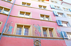 I murali variopinti a Zurigo Immagini Stock