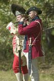 I musicisti del tamburo e di Fife eseguono alla piantagione di Endview (circa 1769), vicino a Yorktown la Virginia, come componen Fotografia Stock Libera da Diritti