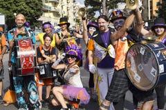 I musicisti dell'evento di orgoglio del Lazio posano per la macchina fotografica - Roma immagini stock libere da diritti