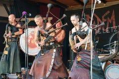 I musicisti hanno stilizzato come il Goths che esegue sul festival piega di Heidelberg e che gioca 25 settembre 2016 le cornamuse fotografia stock libera da diritti