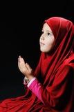 I musulmani pregano, bambina Fotografie Stock
