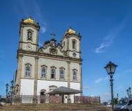 I nastri variopinti di signore di Bonfim davanti a Nosso Senhor fanno la chiesa di Bonfim - Salvador, Bahia, Brasile Immagine Stock
