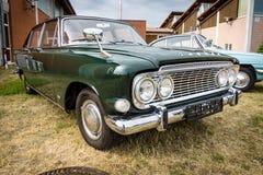 I naturlig storlek bilFord Zodiac Mark III salong 213E, 1962 Royaltyfria Foton