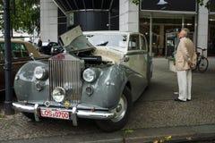 I naturlig storlek lyxig bilRolls Royce silver Vålnad, 1951 Royaltyfria Foton