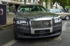 I naturlig storlek lyxig bilRolls Royce spöke (efter 2010) Arkivfoton