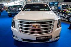 I naturlig storlek lyxig SUV Cadillac Escalade platina, 2017 royaltyfri bild