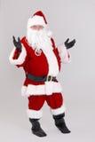 I naturlig storlek stående av förvånade Santa Claus Arkivfoton
