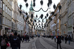 I negozi ed il tram allinea in Herrengasse a Graz Immagine Stock Libera da Diritti