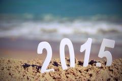 I numeri di 2015 nuovi anni sulla spiaggia del mare Fotografia Stock Libera da Diritti