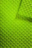I nuovi vestiti verdi della cucina di lavatura dei piatti si chiudono sulla vista immagini stock