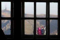 I och ut Windowed berg Royaltyfria Bilder