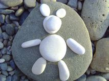I oso blanco del ` m Oso hecho de los guijarros de la playa Imagenes de archivo