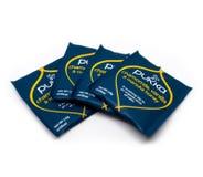I pacchetti di tè autentico sono visualizzati su un fondo bianco immagini stock libere da diritti