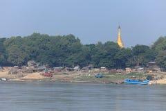 I paesaggi del fiume del fiume di Irrawaddy nel Myanmar immagine stock