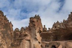 I paesaggi stupefacenti con le rocce e le rocce in Cappadocia, Turchia, sono amati e visitati dai turisti da ogni parte del mondo Fotografie Stock