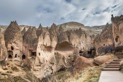 I paesaggi stupefacenti con le rocce e le rocce in Cappadocia, Turchia, sono amati e visitati dai turisti da ogni parte del mondo Immagine Stock