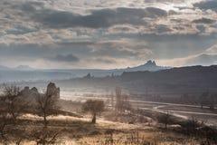 I paesaggi stupefacenti con le rocce e le rocce in Cappadocia, Turchia, sono amati e visitati dai turisti da ogni parte del mondo Fotografia Stock