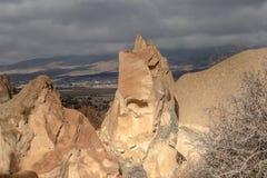 I paesaggi stupefacenti con le rocce e le rocce in Cappadocia, Turchia, sono amati e visitati dai turisti da ogni parte del mondo Immagini Stock