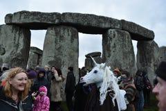 I Pagans ed i druidi segnano il solstizio di inverno a Stonehenge fotografie stock libere da diritti