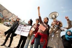 I Palestinesi marciano il giorno delle donne internazionali Fotografia Stock Libera da Diritti