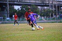 I palloni da calcio stanno danneggiando da socker in Tailandia Immagini Stock