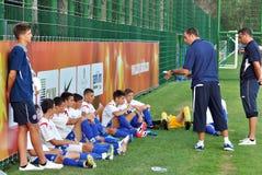 I palyers di Hajduk si distendono durante la pausa Fotografia Stock