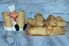 I pancake sono dolci e caldi cotti per voi con amore fotografie stock libere da diritti