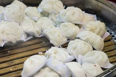I panini cotti a vapore popolari asiatici sono disponibili Fotografie Stock