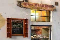 I panini immagazzinano il menu di legno scritto a mano della lavagna e del segno Fotografie Stock Libere da Diritti
