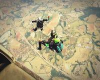 I paracadutisti saltano dall'effetto d'annata di colore di concetto piano di libertà Fotografia Stock