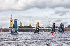 I partecipanti dei catamarani di navigazione estremi di Legge 5 di serie corrono su 1th- 4 settembre 2016 a St Petersburg, Russia Immagine Stock