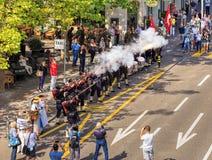 I partecipanti della festa nazionale svizzera sfoggiano nella fucilazione di Zurigo Immagini Stock