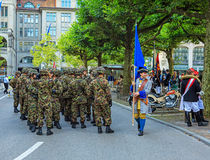 I partecipanti della festa nazionale svizzera sfoggiano a Zurigo Fotografie Stock