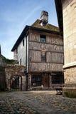 I particolari della metà tipica hanno rafforzato la casa con legname in Normandia Immagine Stock