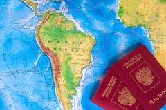 I passaporti sono sulla mappa di mondo Fotografie Stock Libere da Diritti
