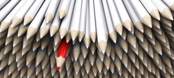 I pastelli bianchi della matita con si levano in piedi fuori la matita rossa Fotografie Stock Libere da Diritti