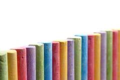 I pastelli di colore hanno organizzato nella riga Immagine Stock