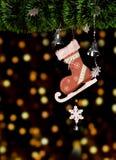 I pattini dell'albero di Natale giocano e boke decorato palla Celebrazione di festa di Natale Immagini Stock