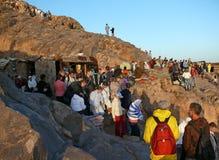 I pellegrini vanno giù dal Mt. il Sinai Immagini Stock
