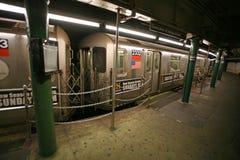 I pendolari che aspettano sul treno, st del Times Square il sottopassaggio di NYC è o Fotografia Stock Libera da Diritti