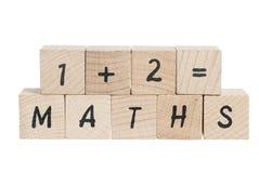 I per la matematica sommano con i blocchi di legno. Fotografie Stock