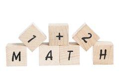 I per la matematica sommano con i blocchi di legno. Fotografia Stock Libera da Diritti