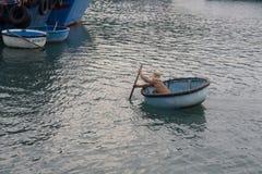 I pescherecci in Vinh Hy abbaiano, il Vietnam Immagini Stock Libere da Diritti