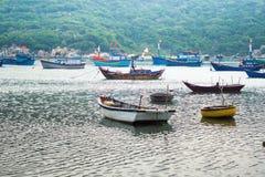 I pescherecci in Vinh Hy abbaiano, il Vietnam Fotografie Stock Libere da Diritti